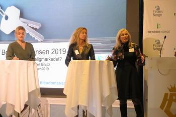Paneldebatt om boliglånsforskriften på boligkonferansen i 2019. Fra venstre: Inger Lise Blyverket (Forbrukerrådet), Grethe W. Meier (Privatmegleren) og Hege Toft (Eika Gruppen). Foto: Peder Tollersrud.