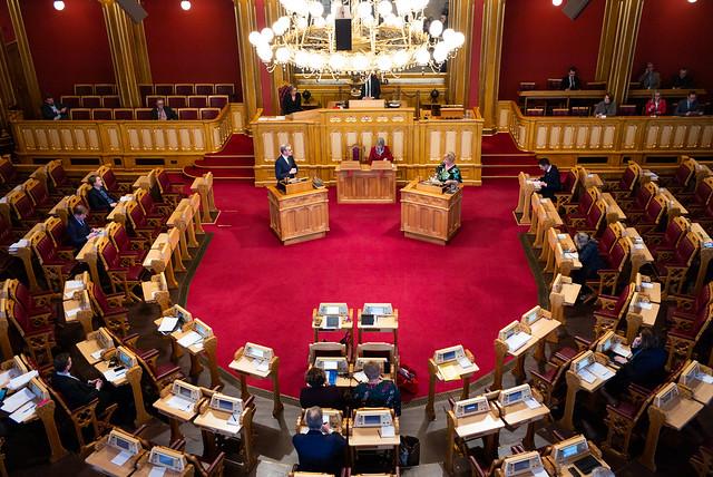 Replikkordskifte mellom Jonas Gahr Støre (A) og finansminister Siv Jensen (FrP). Foto: Stortinget