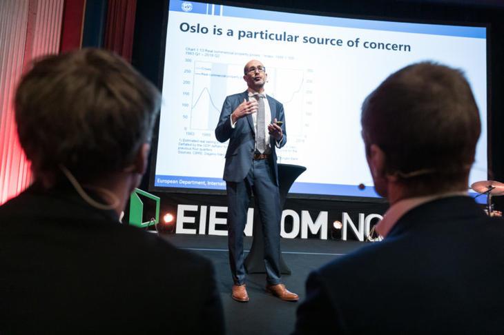 Oppdragsleder ved den europeiske avdelingen i IMF Jaques Miniane under sitt foredrag under Eiendom Norge konferansen 2019. Foto: Johnny Vaet Nordskog.
