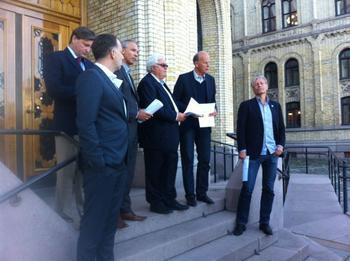 Borgerlig enighet om boligpolitikk i regi av Eiendom Norge og Huseiernes Landsforbund på Løvebakken den 5. august