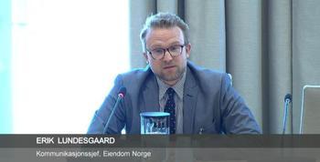 Skjermdump stortinget.no. Kommunikasjonssjef Erik Lundesgaard under horingen i Stortinget den 9. mai 2016.
