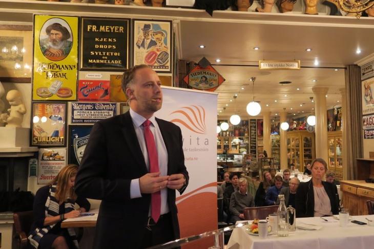 Christian V. Dreyer under frokostmøte hos Civita. Foto: Erik Lundesgaard