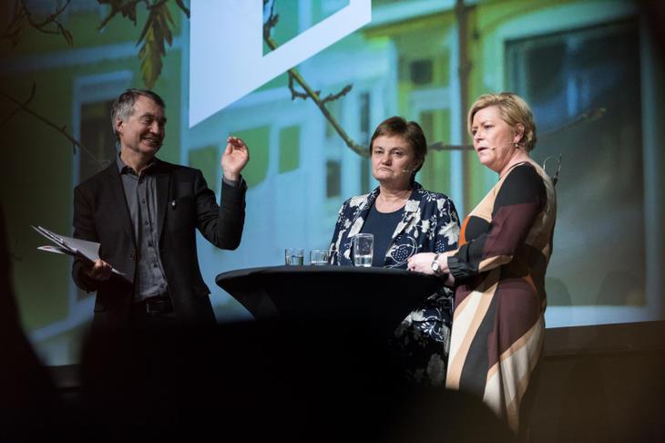 Fra Høyre: Finansminister Siv Jensen (Frp), finanspolitisk talsperson Rigmor Aaserud og Aslak Bonde i debatt om boligpolitikk på Eiendom Norge konferansen 2018. Foto: Johnny Vaet Nordskog.
