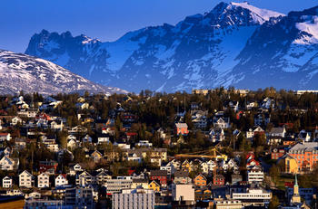 Sommernatt i Tromsø. Foto: Mark Ledingham/Tromsø kommune.