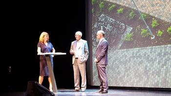 Statsråd Jan Tore Sanner, konserndirektør i OBOS Martin Mæland og Anne Lindmo i boligpolitisk diskusjon på OBOS konferansen 2015.