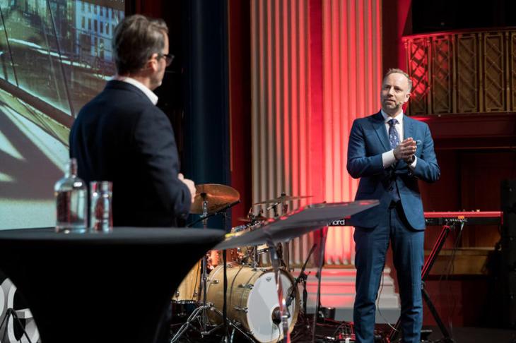 Fra venstre: Konferansier Thomas Seltzer og Eiendom Norge-direktør Christian Vammervold Dreyer. Foto: Johnny Vaet Nordskog.